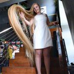 """الأوكرانية """"أولينا كورزينيوك"""" صاحبة أطول شعر في العالم"""
