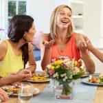 كيف تتعاملين مع الضيوف بالاتيكيت ؟