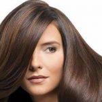 فرد الشعر المجعد بالمنزل بطرق طبيعية