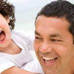 تأثير الأبوة على سعادة الرجال