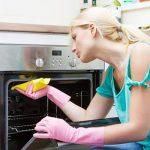 طرق سهلة فى تنظيف البوتاجاز وإزالة الدهون المحترقة