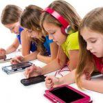 هل يؤثر الموبايل والأيباد على النمو العقلي للأطفال؟